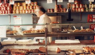 14 October 2021, The origins of Jewish immigration social history in Manchester and London, Radical Late online with People's History Museum. Image: Blooms Kosher restaurant in Whitechapel, London © Rachel Lichtenstein, 1991
